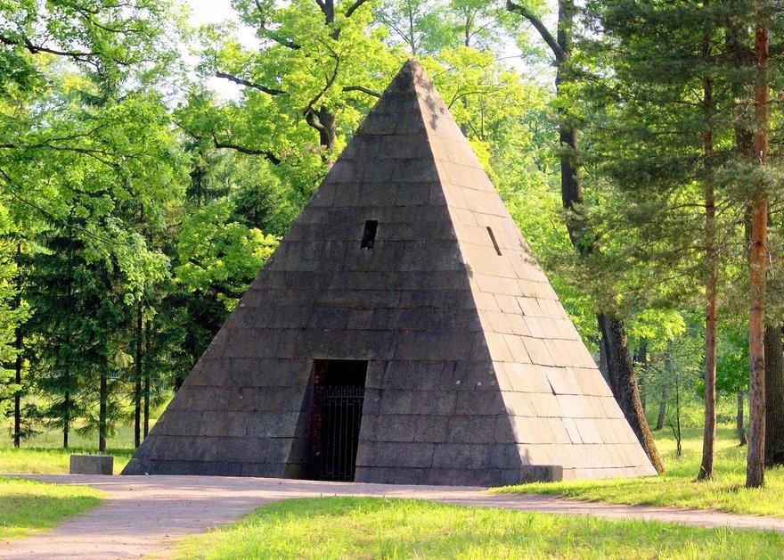 Пирамида в Екатерининском парке