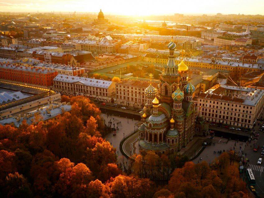 Петербург возглавил рейтинг российских городов для отдыха в бархатный сезон