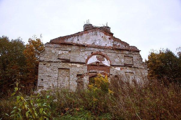 Прогулка по разрушенным церквям и храмам Ленинградской области