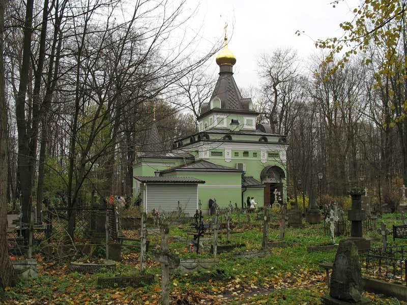 Часовня на могиле Ксении Блаженной