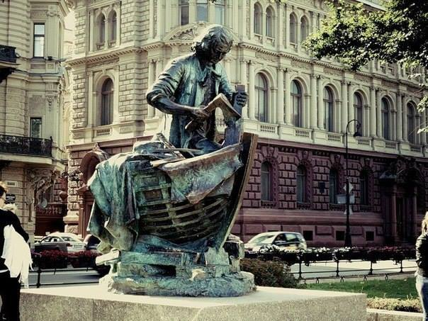 Памятник Петру I — плотнику