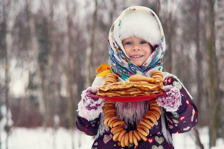 Картинки девочка с блинами, Стоковые Фотографии и Роялти-Фри 17