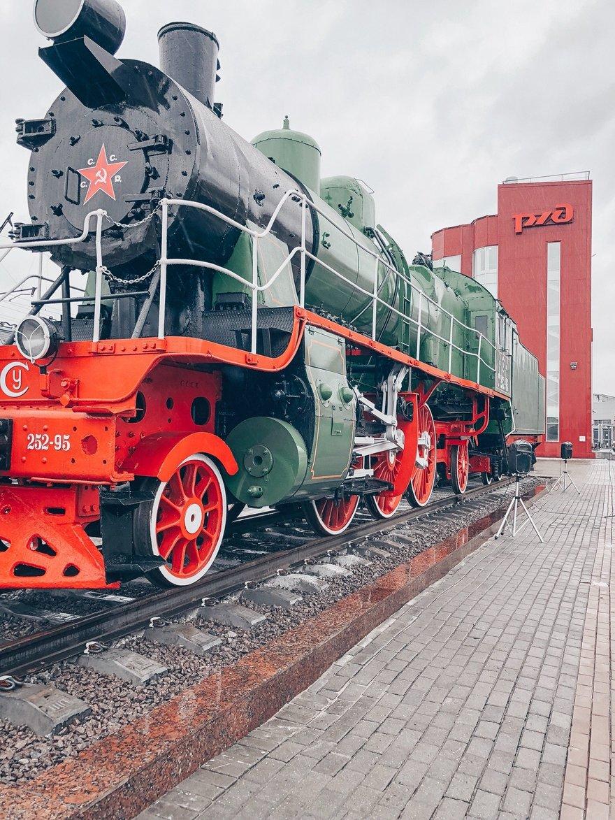 Памятник фронтовому паровозу открыли в Петербурге