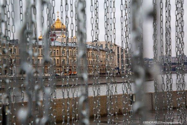 «Железный занавес» на Крымской набережной
