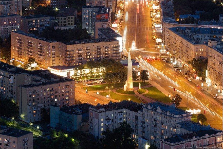 Мемориальный комплекс из малинового кварцита и гранитов Шаболовская Лампадка из покостовского гранита Лесозаводск