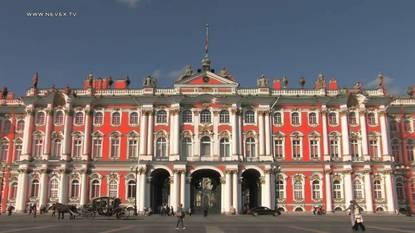 Надо знать: сколько раз перекрашивали Зимний дворец?