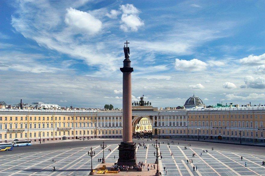 Мемориальный комплекс с арками и колонной Маяковская Ваза. Токовский гранит Лениногорск