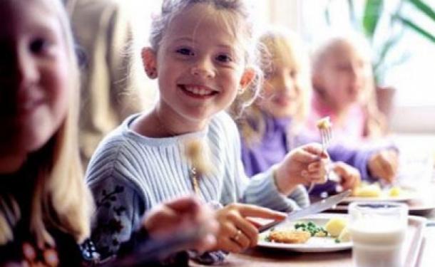 Питание для всех школьников сделают бесплатным