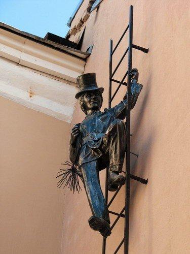 Памятник трубочисту