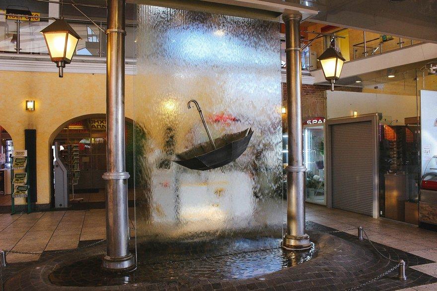 Памятник петербургскому дождю
