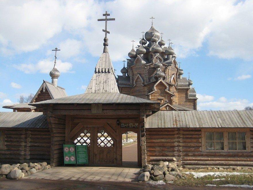 Парковый комплекс «Усадьба «Богословка» в Невском лесопарке Всеволожского района