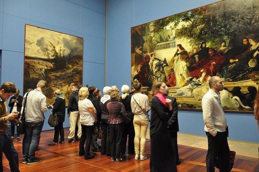 Ценная уже просто потому, что до наполеона испания была очень религиозным, замкнутым государством, и картины местных художников почти не продавались за пределы страны.